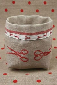 Red Scissors Sajou Cross Stitch Pots