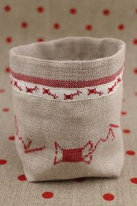 Red Spools Sajou Cross Stitch Pots