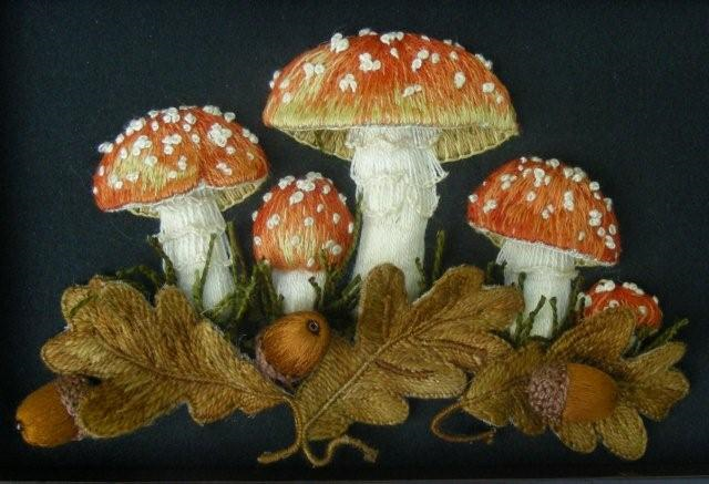 Toadstools On A Box By Windflower Embroidery