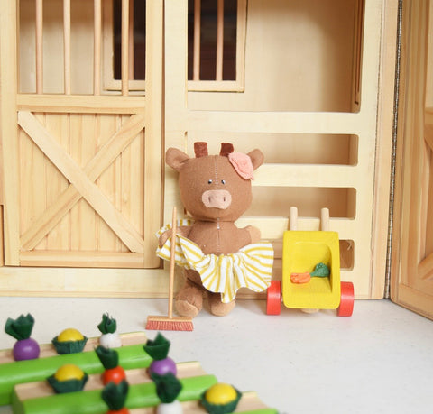 Barn-animals-dollhouse-play