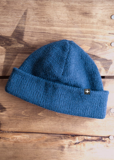 NEW CANADIAN BEANIE - DENIM BLUE//NOUVEAU TUQUE CANADIENNE - BLEU DENIM