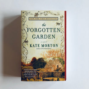 Paperback book: The Forgotten Garden by Kate Morton