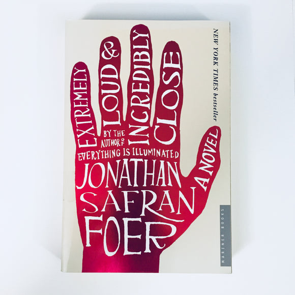 Paperback book: Extremely Loud & Incredibly Close by Jonathan Safran Foer