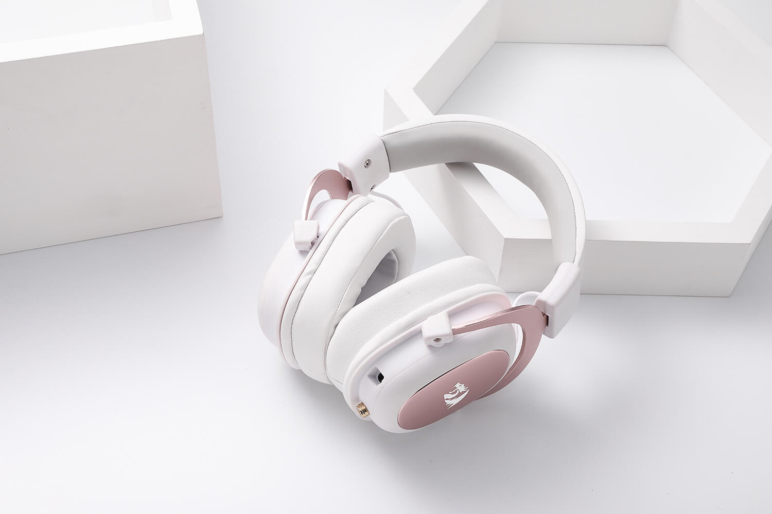 redragon white and pink gaming headset 3