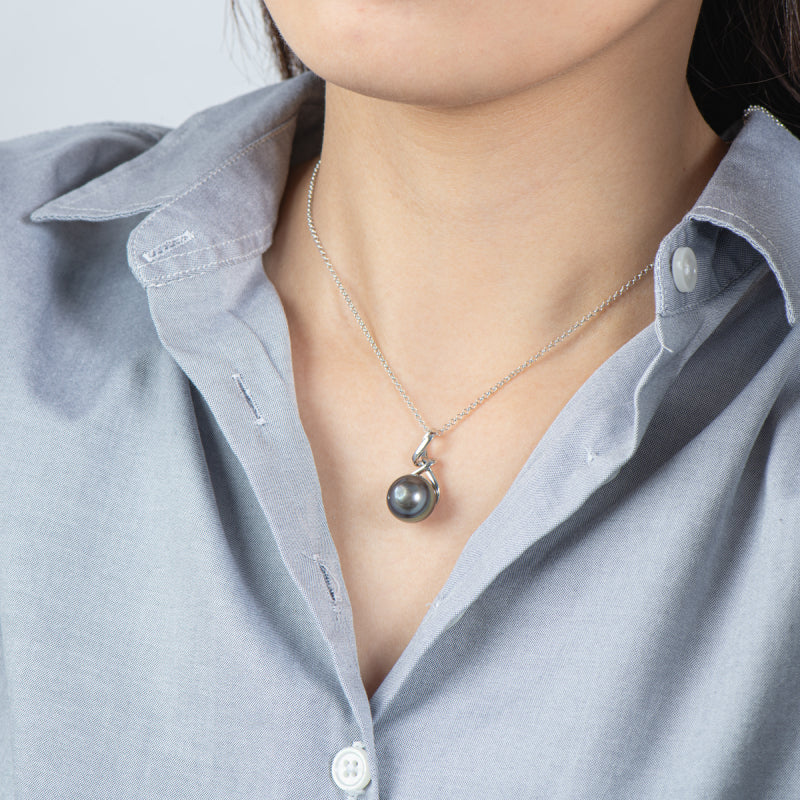 Baroque Tahitian Cultured Black Pearl Pendant Necklace