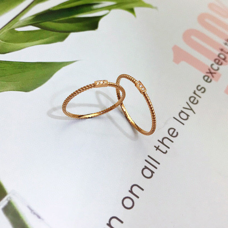 18K Gold Twisted Rope Simplicity Three-stone Diamond Ring Exclusively Handcrafted  0.011 Carat Natural Diamond (H-F Color, VS1-VS2 Clarity)