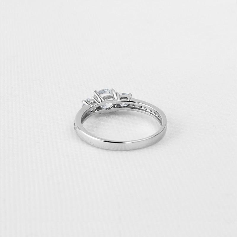 Three Stone Round Cut Moissanite Diamond Ring