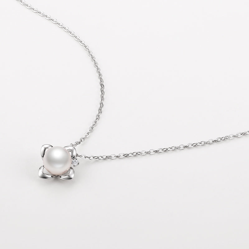 18K White Diamond White Akoya Saltwater Pearl Pendant Necklace