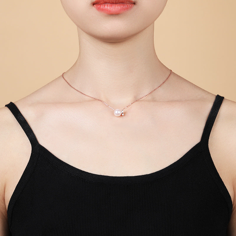 18k Rose Gold Emeral Round Cut Diamond Cultured Freshwater Pearl Necklace