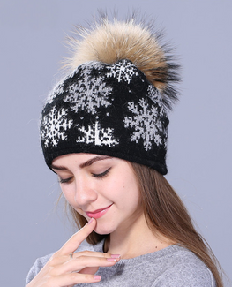 Natural pom poms rabbit fur Beanie