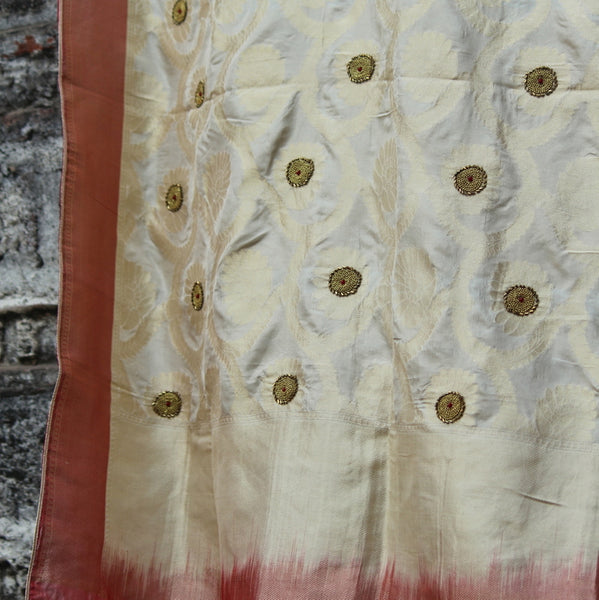 Pure Beige Gold Jaal Dupatta With Contrast Red Border - shoonya banaras