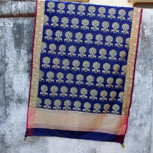 Navy Blue Deer Dupatta With Flower Handwork - shoonya banaras