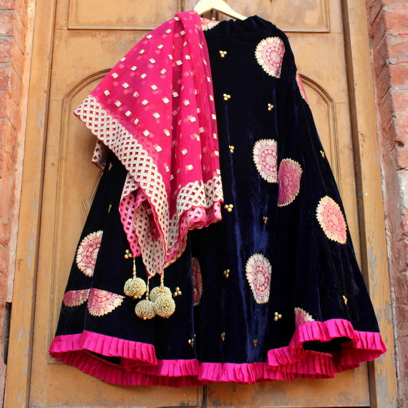 Dark Blue Velvet-e-Banarasi Skirt With Net Dupatta - shoonya banaras