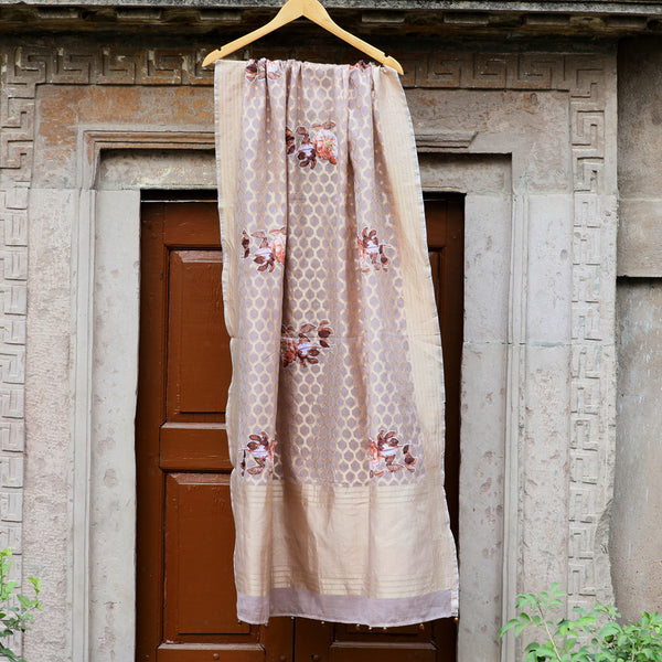 Onion Pink Handloom Dupatta With Flower Highlights - shoonya banaras