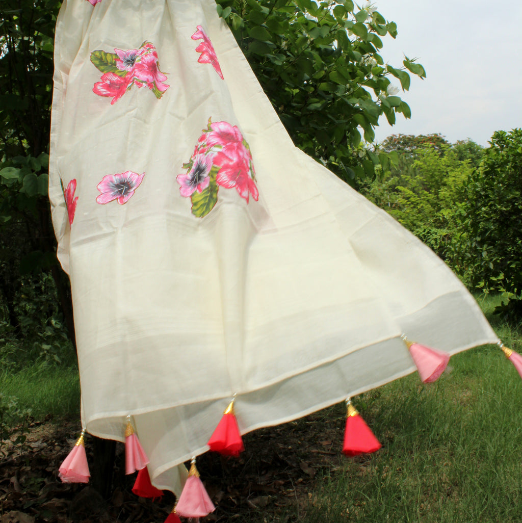 Blossom Flavoured White Cotton Dupatta With Self-Weaving - shoonya banaras
