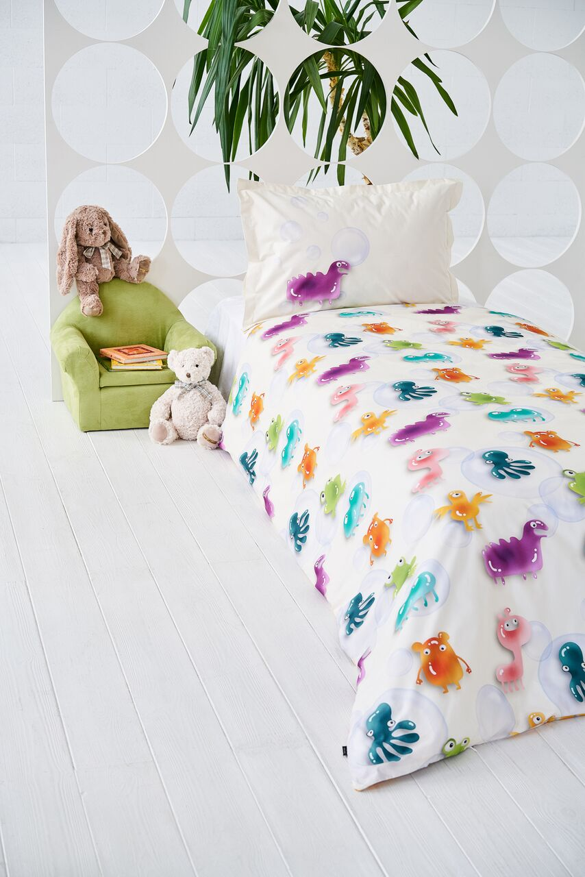 "Bedding Set ""Date With Gummies"""