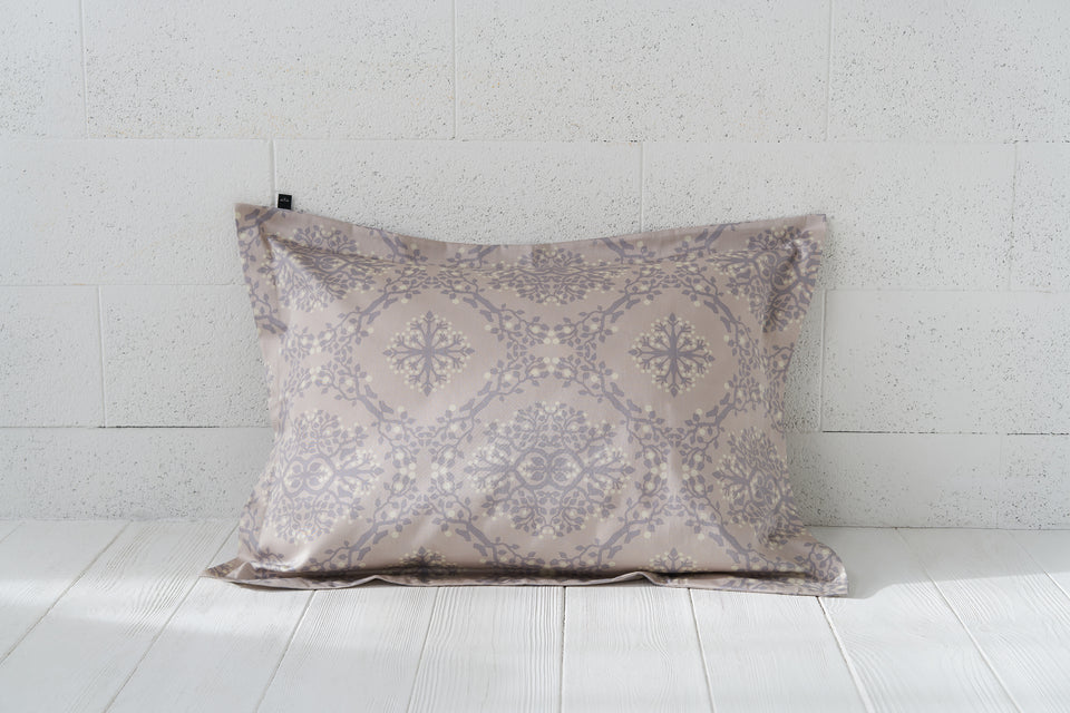 "Pillow cover ""Berries Of Harmony Light"""