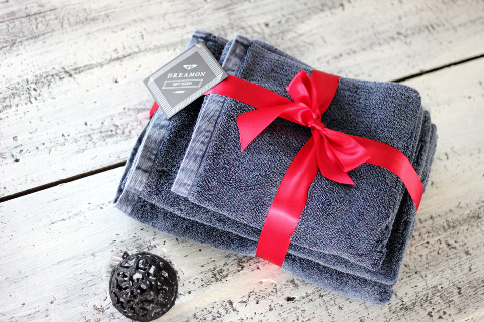 "Bath Towel and Bath Mat Gift Set ""Denim Blue"""
