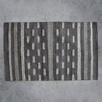 Gallery Alamo Textured Navaho Rug in Grey