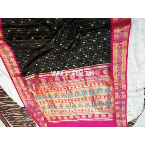 Gadwal Pattu Saree-Black And Pink-Sitarini-SITGSS166