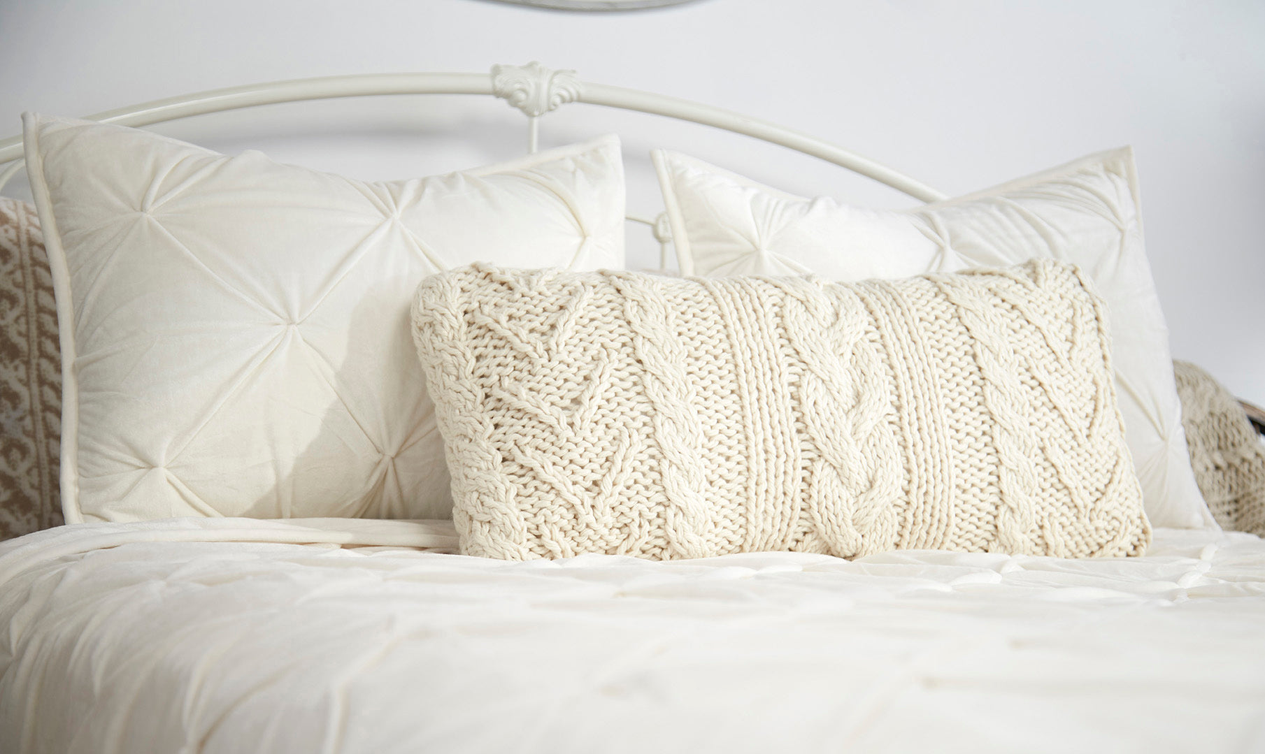 Farmhouse Style Collection - Pin-tuck Comforter