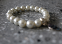 Load image into Gallery viewer, Stack bracelets - Fresh water pearl beads