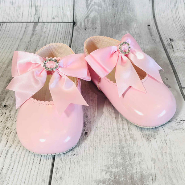 baby girl pink crib shoes with satin bow
