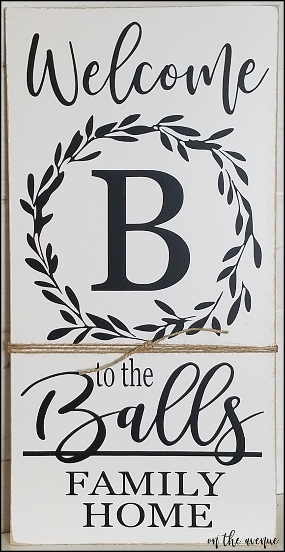 Custom Wreath Name Sign - Vertical