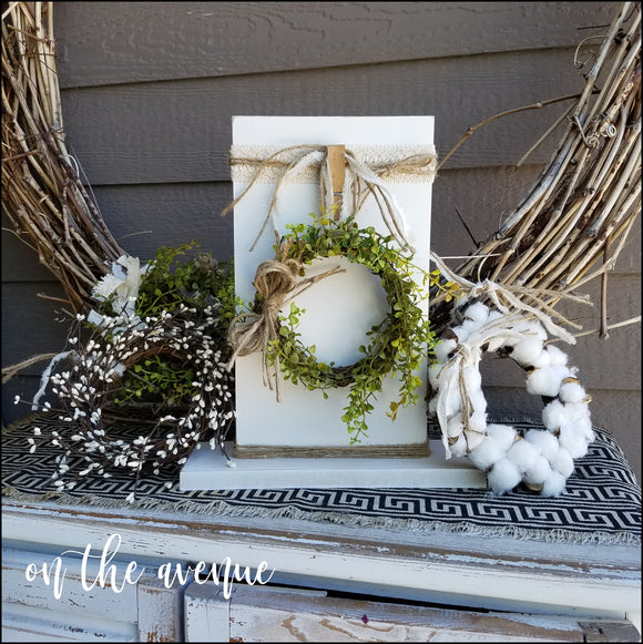 Wreath Stand w/Wreaths (3)