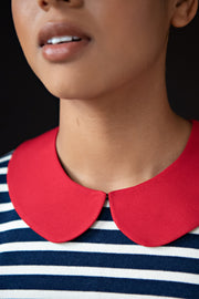 Add some personality to any outfit with this stand-alone collar. This PDF pattern is the perfect complement to your other slow fashion makes. Select a fun fabric to add a pop of colour to your wardrobe or keep it simple yet polished with gemstones and pearls. Be creative, be original, be you.