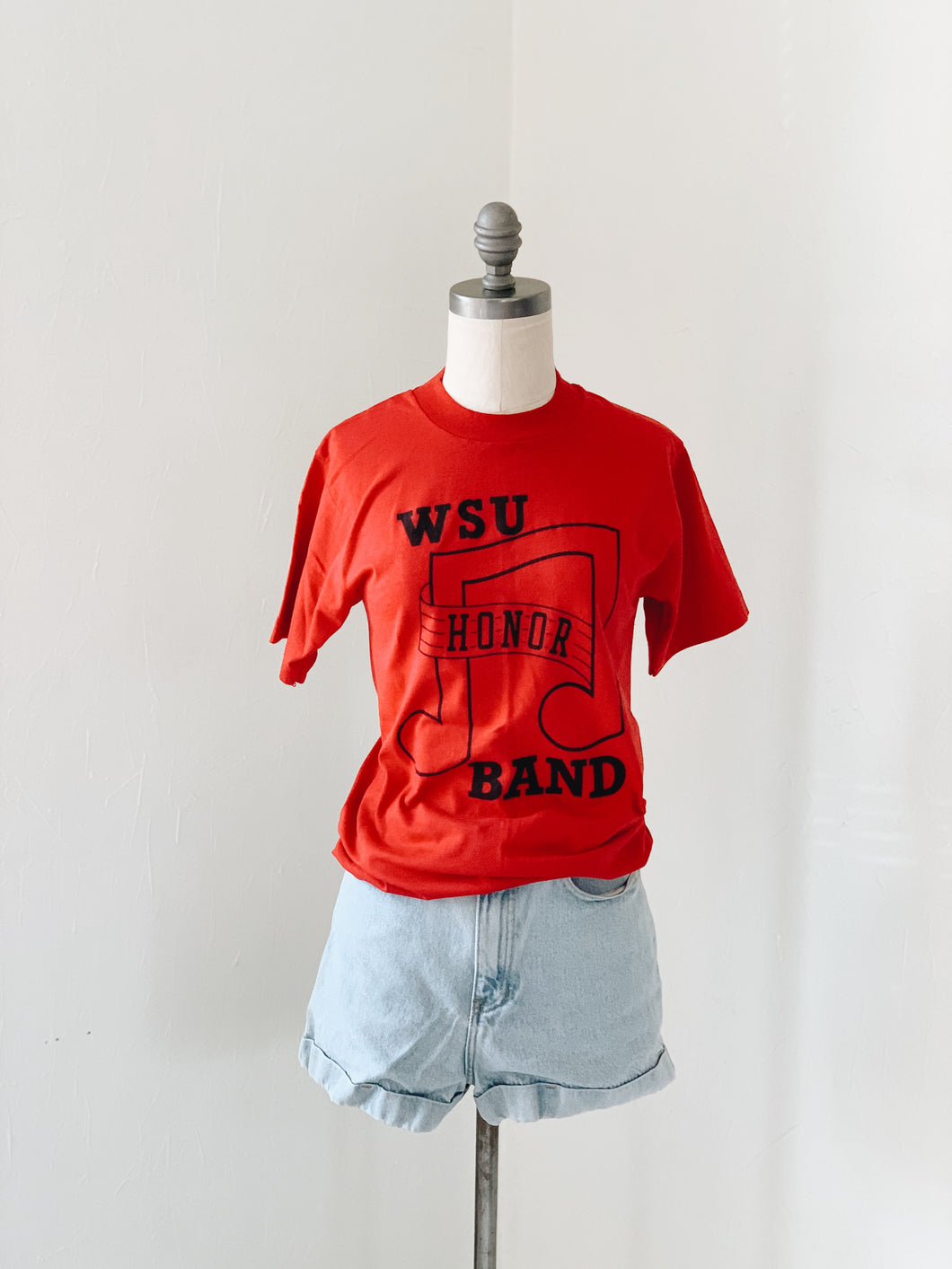 RED HONOR <BR> BAND TEE