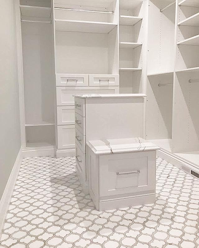 Marrakech_Arabesque_Thassos_White_Carrara_Marble_Waterjet_Mosaic_Tile_Buys_master_bedroom_closet_01