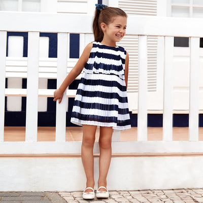 Pleated Striped Dress For Girls. Round neckline. Small opening on the back with a button fastening to allow the garment to be put on easily. Flowing chiffon fabric.