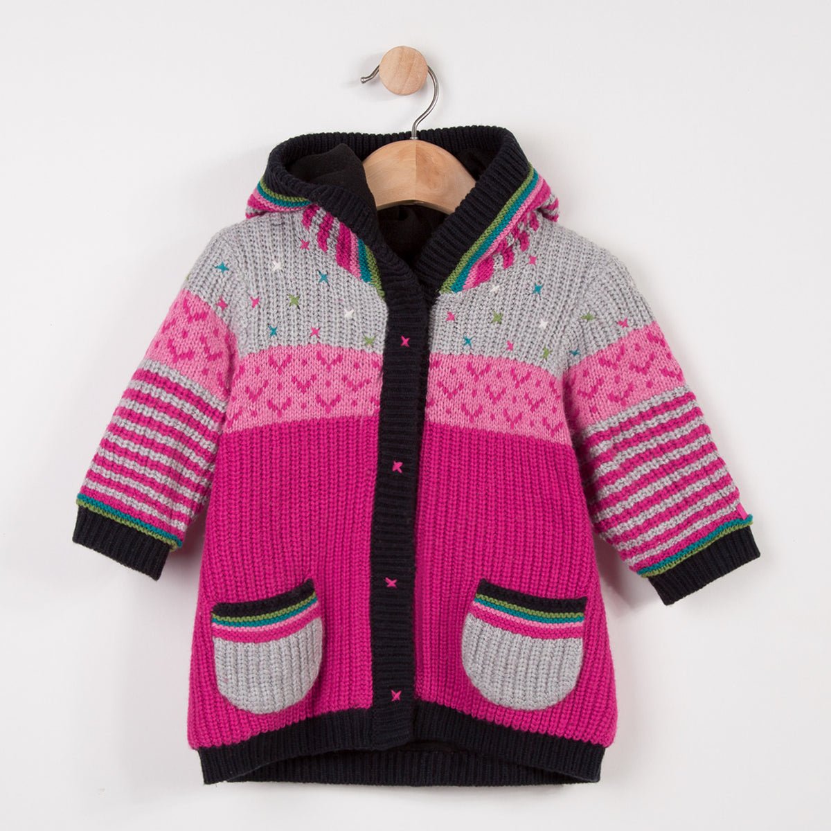 Woolly multicolored knit jacket with small embroideries with soft and warm fleece lining. Lined hood. Two patch pockets snd fastened by practical press studs by Catimini.