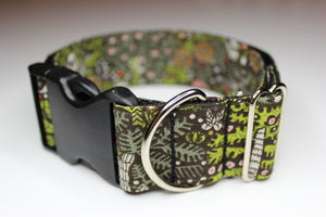 "Buckle Collar in ""Green Paws"""