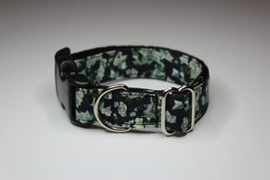 "Buckle Collar in ""Feeling Flush"""