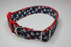 "Buckle Collar in ""Sails"""