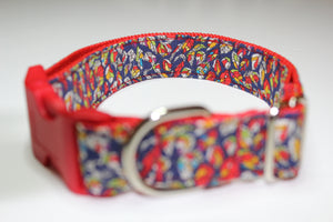 "Buckle Collar in ""Leaves (Red)"""