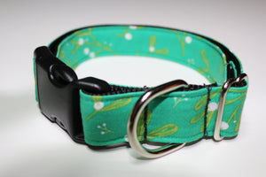 "Buckle Collar in ""Mistletoe"""