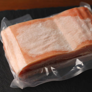 皮付き 豚バラブロック(1kg)Skin-on Pork Belly Block 1kg | Whole Meat