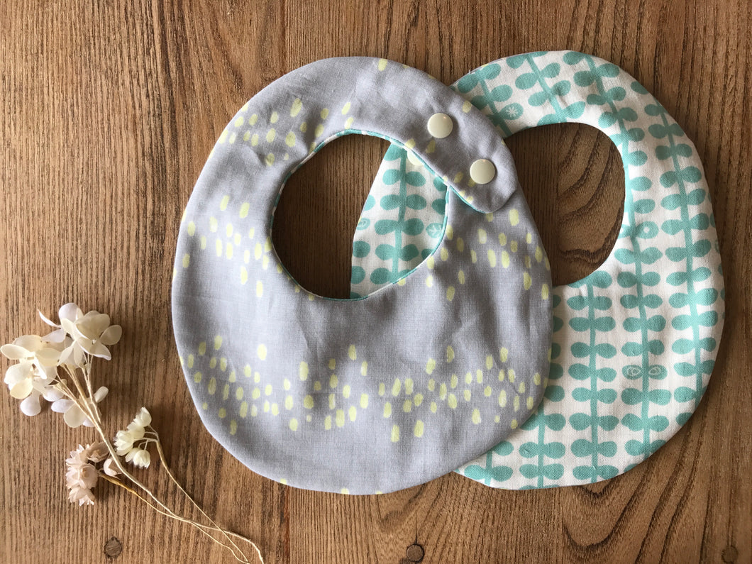 Bib Misty Grey / Ivy - Happy Poppets