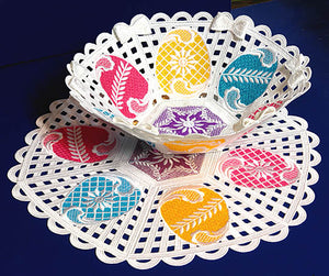E340 Freestanding Lace Bowl and Doily Bundle