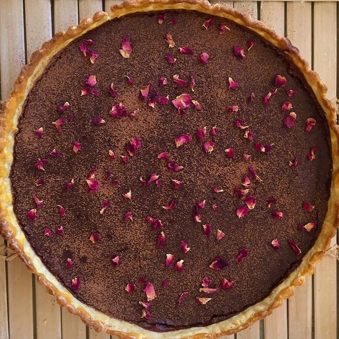 CHOCOLATE TART WITH ROSE PETALS