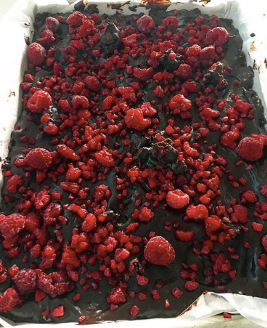RAW VEGAN RASPBERRY CHOCOLATE BROWNIES