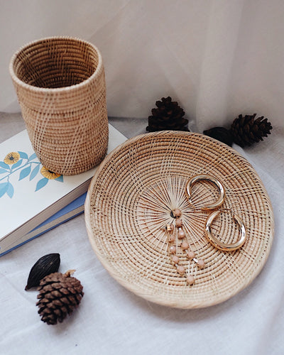 Thyme Rattan Utensil Holder & Round Rattan Plate Holiday Set