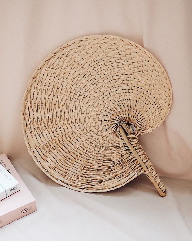 Seashell Straw Hand Fan | Olive & Iris