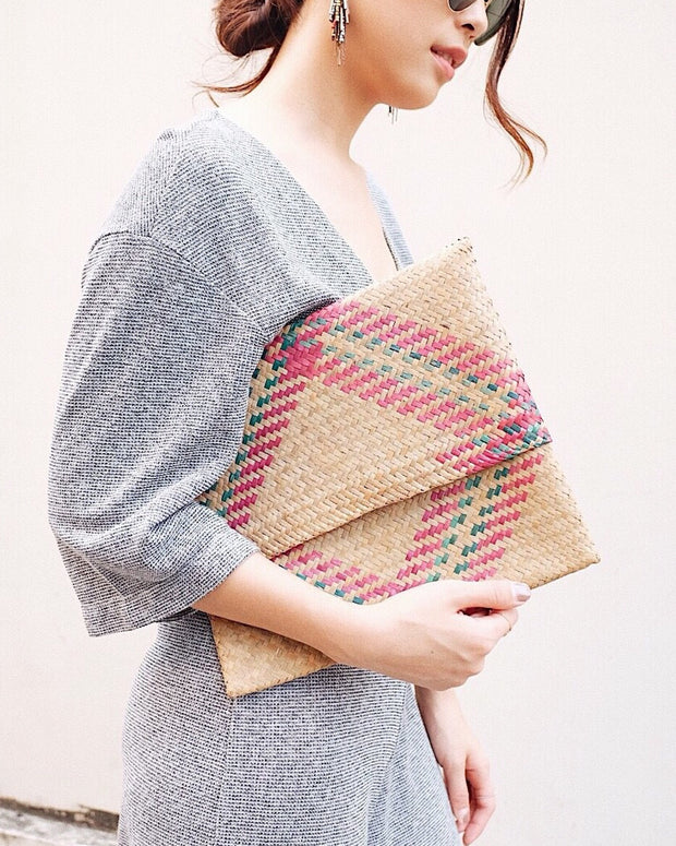 Honeysuckle seagrass woven straw Clutch - Olive & Iris
