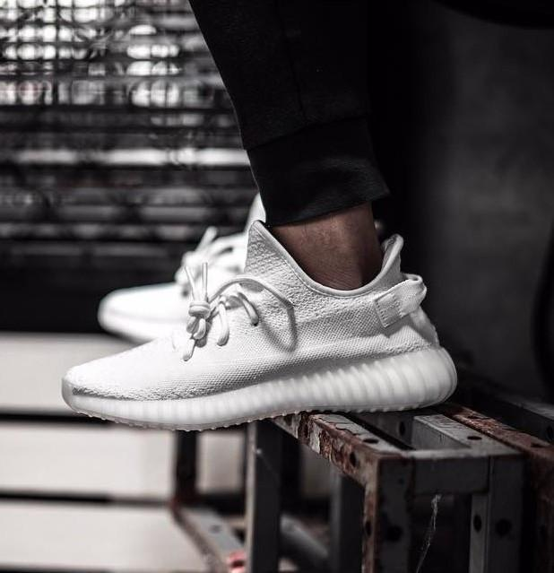 online store 28849 b2a71 Adidas Yeezy Boost 350 V2