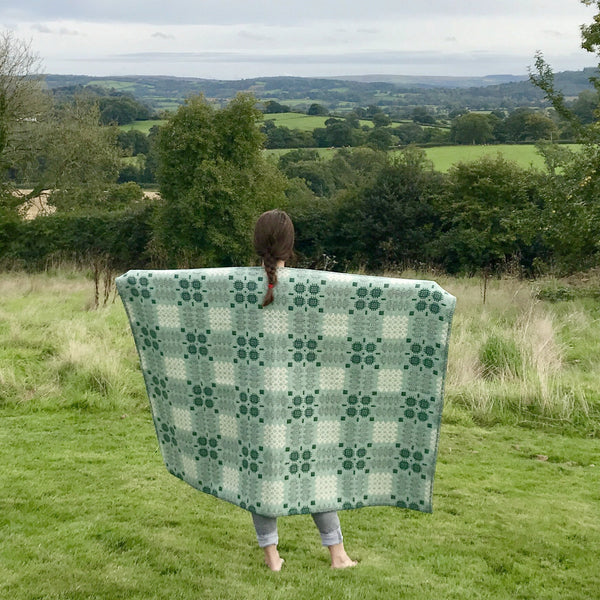 'Fforest' Green and Cream Tapestry Throw