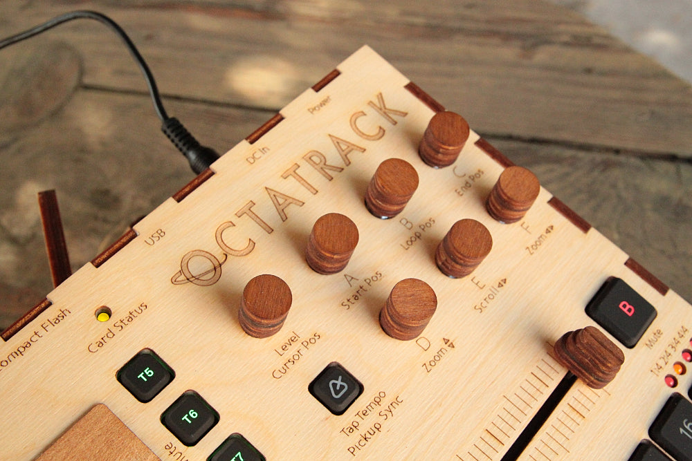 Octatrack MK2 wooden-buddy | Cremacaffè Design